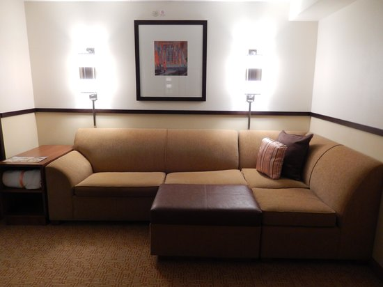 Hyatt Place Baltimore/BWI Airport: View of sitting area and sofa