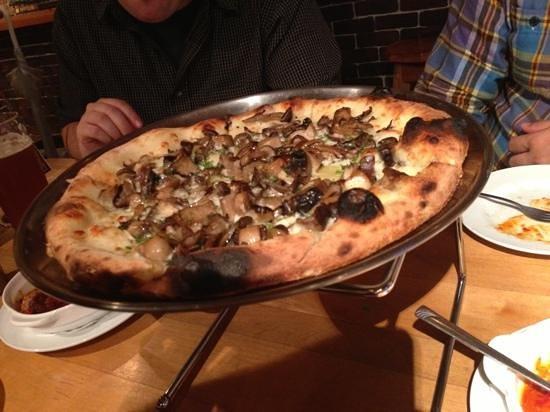 Nakameguro Taproom: マッシュルームのピザ