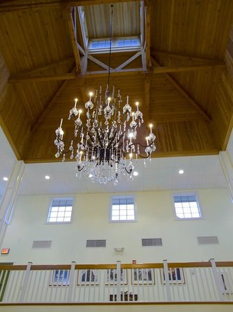 Shelton Vineyards : Look up and see this massive chandelier