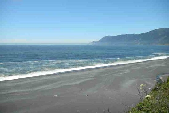The Shelter Cove Oceanfront Inn: Just a short drive from the inn is the amazing black sands beach