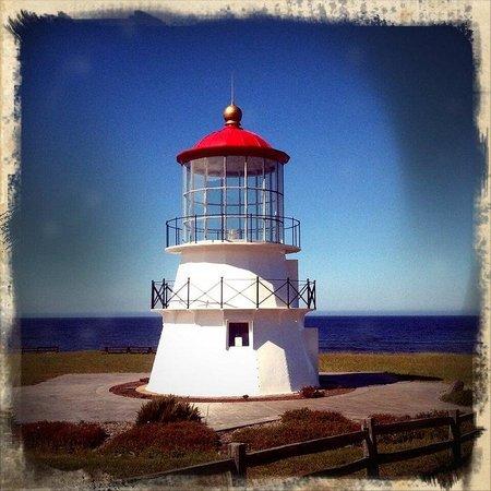 The Shelter Cove Oceanfront Inn: Enjoying the lighthouse on the cove.