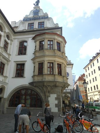 Discover Munich with Lenny's Bike Tour: On the tour in front of Hof Brau Haus, famous for Beer (and lesser known as a Nazi hangout in 30