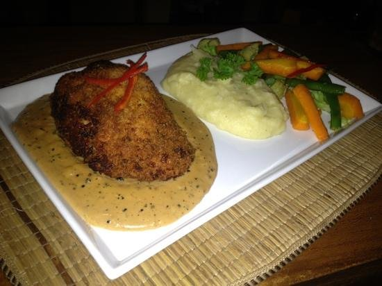 Chonos Hotel Lovina: chicken gorden blue