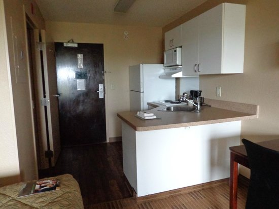 Extended Stay America - Charlotte - Tyvola Rd. - Executive Park: Kitchen