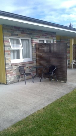 Otaki Motel: Back patio and privacy