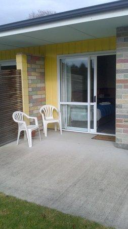 Otaki Motel: Back patio unit access