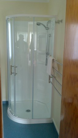 Otaki Motel: Unit 3 - Refurbished shower (completed recently)