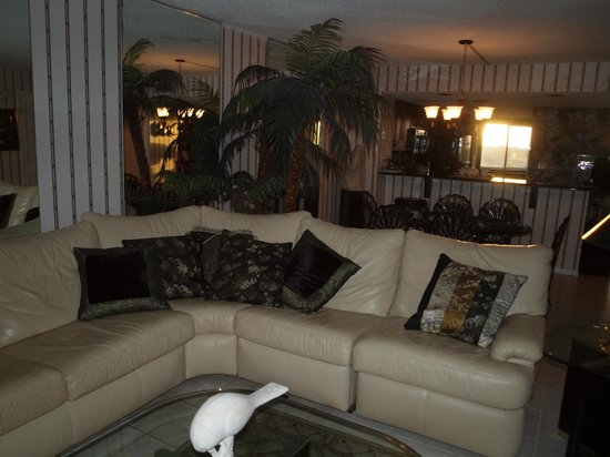Edgewater Beach Condominium: Living room