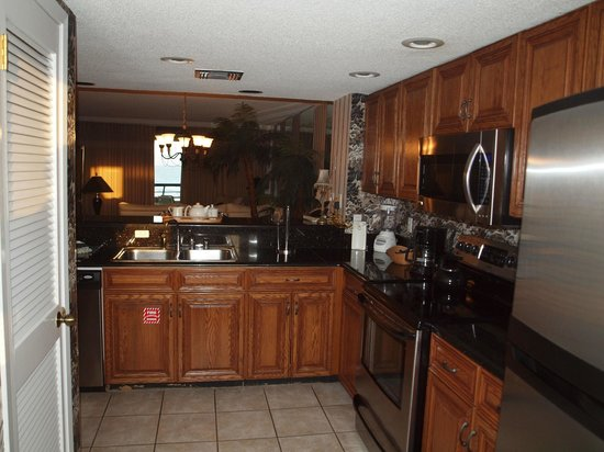 Edgewater Beach Condominium: Kitchen