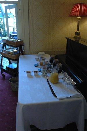 Garden House Hotel: breakfast set up at Garden House