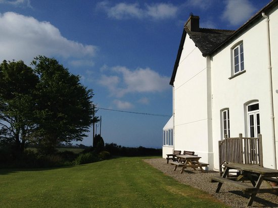 Bucklawren Bed and Breakfast and Self-Catering Cottages: gardens and B&B