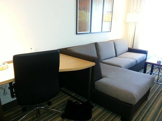 Residence Inn Milpitas Silicon Valley: Desk / Sofa (bed)