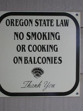 No smoking on balconies! Gold Beach Inn