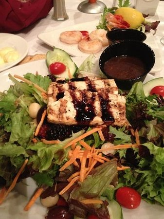 The Landing Restaurant: Unexciting Salad with boring tofu