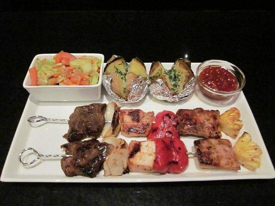 Chonos Hotel Lovina: Nice barbeque