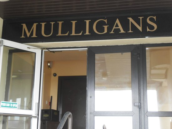 Castlerosse Hotel & Holiday Homes: Mulligans bar at the hotel