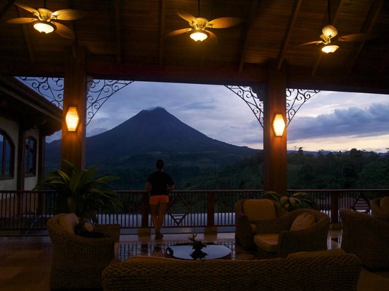 The Springs Resort and Spa: View of the volcano from the hotel