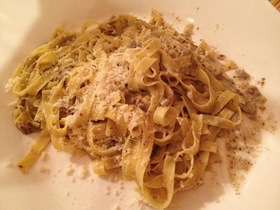 Due Archi: White truffle fettuccine with parmesan cheese