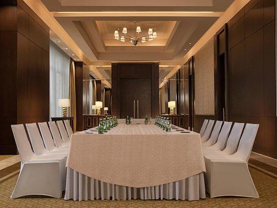 Crimson Hotel Filinvest City, Manila: Monet Meeting Room