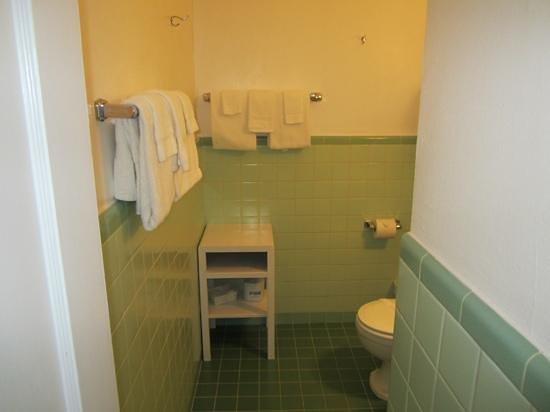 Rocket Motel : nice sized clean bathroom