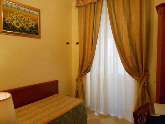 Hotel Contilia: シングルベッドルーム