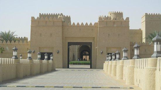 Qasr Al Sarab Desert Resort by Anantara: entrata