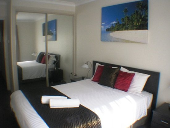 Beaches Serviced Apartments : Superior units have TV in queen rooms