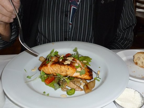 Rendezvous Bistro: Salmon and fava beans