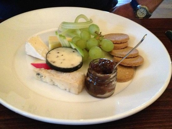 The Douglas Hotel Bistro: the cheese plate - an excellent way to sample the local chesses and the delicious oaties