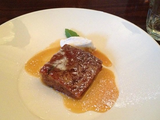 The Douglas Hotel Bistro: very yummy warm carrot and ginger cake with cinnamon mascapone