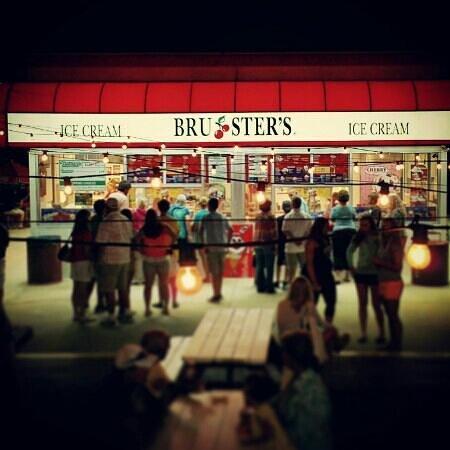 Bruster's Ice Cream : quality ice cream, worth the price of admission