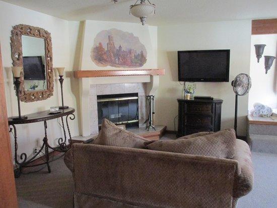 Enzian Inn: Tower Suite - living room