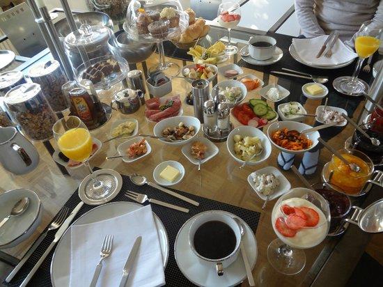 B & B Cologne Filzengraben: Café da manhã