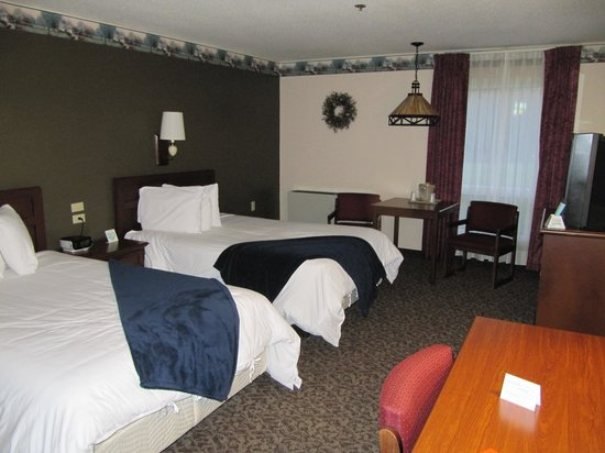 Ivey's Motor Lodge : bedroom pic 1