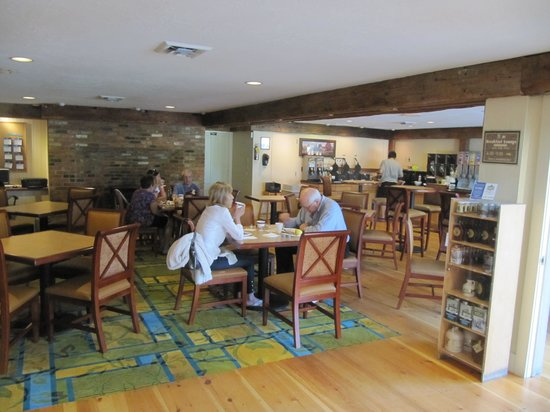 BEST WESTERN Inn & Suites Rutland-Killington: breakfast area - awesome