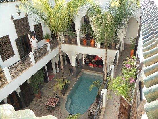 Riad Pachavana: le patio vu de la terrasse