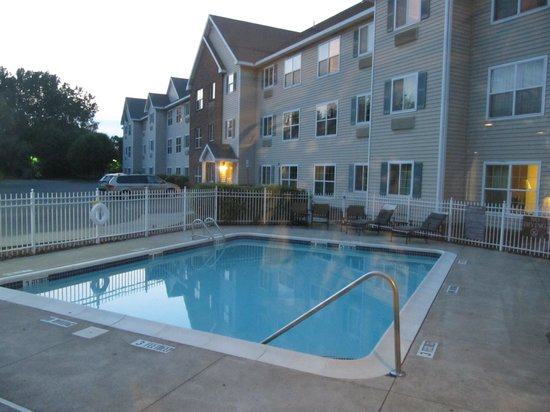 CrestHill Suites Albany: pool