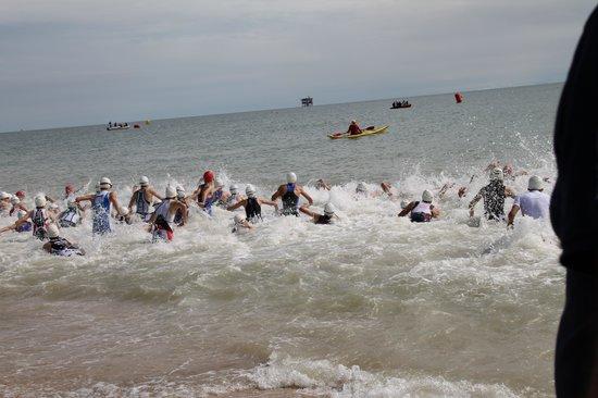 Centro Vacanze La Risacca: inizio gara in mare