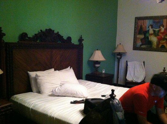 La Gran Francia Hotel y Restaurante: King size bed