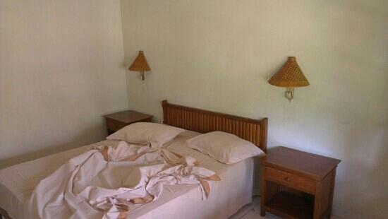Lovina Beach Hotel: Bed
