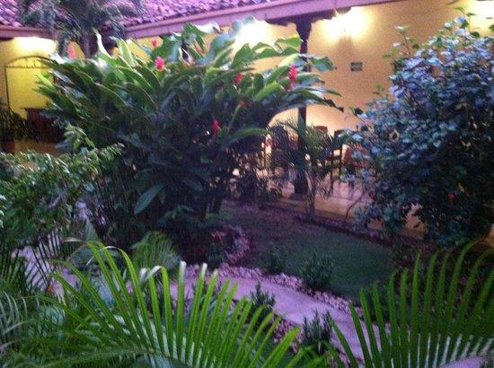 Hotel El Almirante: Garden Area