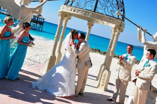 Sandals Royal Bahamian Spa Resort & Offshore Island : Paradise location for our wedding