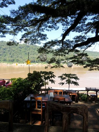 Big Tree Cafe: Lovely setting on the Mekong