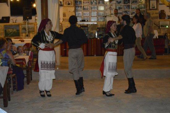 Poliou House: Dancers