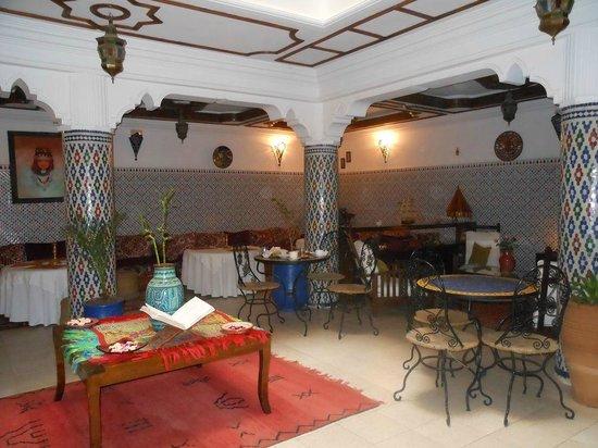 Hotel Cap Sim : Une autre vue du salon
