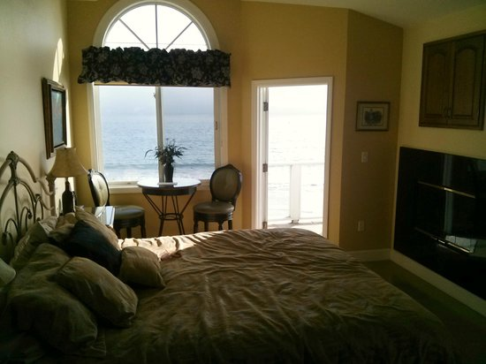 Landis Shores - An Oceanfront Bed and Breakfast Inn : Bordeaux room