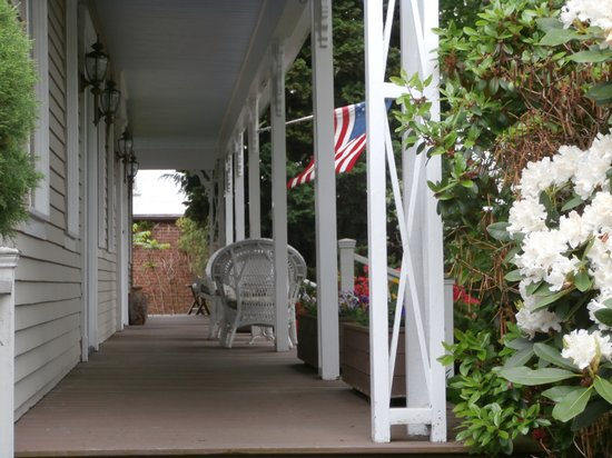 Belfry Inn and Bistro: Village House Porch