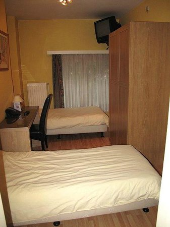 Hotel Frederiksborg: das Zimmer eher klein und eng