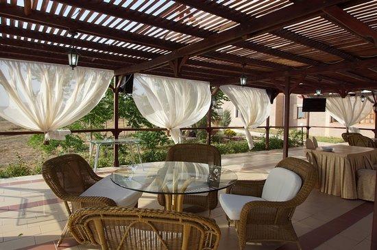 Samal Aktau Hotel: Летняя терраса