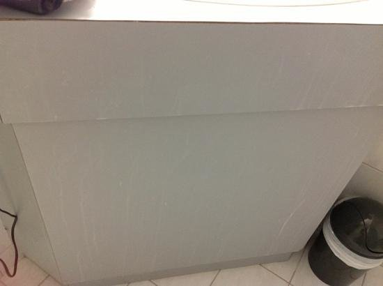 Adelaide Royal Coach: Stains on bathroom vanity front